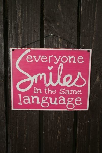 "Peltikyltti 24x19cm ""Everyone Smiles In Same Language"" 4living"